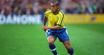 Roberto Carlos repitió el golazo de tiro libre contra Francia, 22 años después